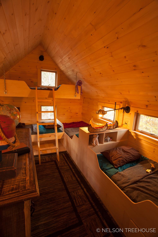 Nelson Treehouse - Adventure TEmple Bunk loft